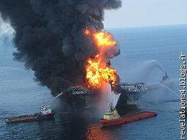 "plateforme pétrolière ""deepwater horizon"" en feu"