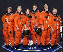 les 6 astronautes mission  Sts 112 en combinaisons orange